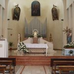 Realizzazioni in marmo Biancone e marmo Rosa Asiago con elementi ornamentali in impasto di Graniglia