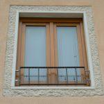 Cornice finestra in Giallo d'Istria giandinato a mano