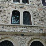 Cornice finestre in Giallo d'Istria giandinato a mano