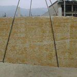 Il marmo Giallo Reale è di colore giallo uniforme. Viene utilizzato per pavimentazioni interne ed esterne, per rivestimenti di pareti, per scale. Oltre alla lucidatura la struttura del marmo Giallo Reale si presta molto bene alla spazzolatura, ideale per dare all'ambiente un aspetto antico.