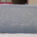 Il Serizzo è un granito di origine italiana a grana medio-grossa. Viene considerato un granito grigio che presenta un colore di insieme biancastro punteggiato da cristalli neri.