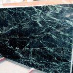 Questo marmo presenta una colorazione verde molto resistente con delle venature e delle macchie bianche. Viene utilizzato per la realizzazione di pavimenti, rivestimenti ed anche per arredare bagni. Viene considerato un marmo pregiato ed è adatto alla lavorazione a macchia aperta