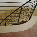 Scala interna in marmo Silva Oro – particolare fine scala