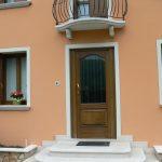 Scala d'ingresso marmo Giallo d'Istria bocciardato