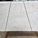 Panna Fragola è un granito di estrazione brasiliana. La trama è delicata e uniforme e granatura omogenea e sottile, colore grigio, accostato al bianco, al rosa e al nocciola. Per ambienti interni ed esterni, adatto a pavimentazioni, rivestimenti, scale, edilizia e arredamento.