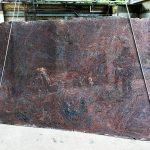 Paradiso Extra classico é un marmo di estrazione indiana a grana fine, dal fondo marrone e striature di colore rosso scuro, grigie e a volte bianche. Resistente e compatto è particolarmente indicato per lavorazioni per esterno.