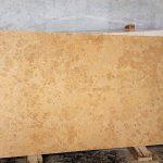 Il marmo Giallo d'Istria è un marmo dalla struttura uniforme e dal colore beige chiaro. Il marmo giallo d'Istria può essere oltre che lucidato anche spazzolato e viene impiegato per pavimentazioni interne ed esterne oltre che per rivestimenti di scale e davanzali.