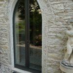 Cornice porta d'ingresso in Giallo d'Istria giandinato a mano