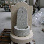 Rivestimento e base in marmo Giallo d'Istria per fontana in cemento da esterno