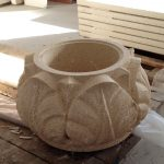 Vaso in Pietra San Gottardo con bassorilievo